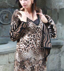 Abito in misto lana leopardato con rose